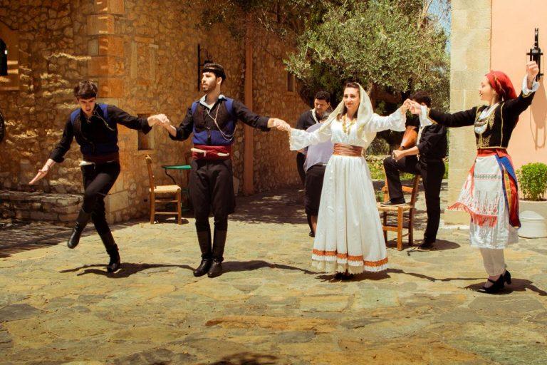 Магията на критското хоро